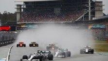 """Британският пилот Люис Хамилтън от Формула 1 в тима на Мерцедес  в действие по време на Гран при на Пистата """"Хокенхайм"""", Германия."""