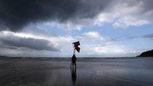Спасител на плажа Zurriola в Сан Себастиан, Испания.