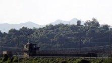 Изглед към границата между Южна и Северна Корея в граничния град Паджу,  Южна Корея. В града са разположени корейски и американски военни бази. Една от най-охраняваните зони в света е границата между Северна и Южна Корея.