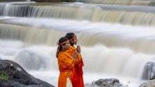 Непалски индуски поклонници, известни още като Болбоми, участват в поклонението на Шива, бога на създаването и унищожението, в Сундариджал, Непал.