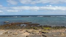 Плая де Лас Кантерас, Гран Канария. Плая де Лас кантерас е един от най-популярните плажове на Канарските острови. Той се намира на западното крайбрежие на най-големия град на архипелага – Лас Палмас.
