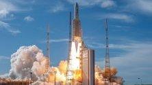 Снимка предоставена от Европейска космическа агенция (EKA) показваща ракета Ariane 5 в Гвиански космически център, Куру, Френска Гвиана.