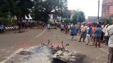Протести в индонезийската провинция Маноквари, избухнали след арест на местен студент за повреда на стълб с националното знаме пред местния колеж.
