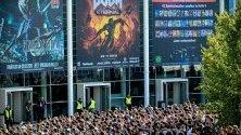 Нетърпеливи геймъри чакат да отворят вратите на Gamescom в Кьолн - най-голямото геймърско изложение в света, което се провежда до 24 август.