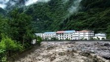 Проливните дъждове нанесоха мащабни разрушения в провинция Съчуан в Китай. 9 души са загинали, а 35 са изчезнали при множеството свлачища в автономните префектури Аба и Цян.