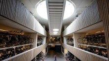 Stationpleinstalling - най-големият паркинк за велисопеди в света. Намира се в Утрехт, Холандия. Тук могат да бъдат оставени 12 500 колелета.