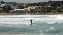 Сърфист на Бонди Бийч, Сидни, Австралия.