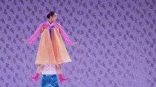 Южнокорейски изпълнители по време на арт фестивал в Тайпе, Тайван, който се провежда до 8 септември.