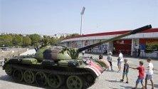 """Съветски танк се появи пред стадиона на """"Цървена звезда"""" в Белград."""