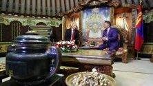 Руският президент Владимир Путин разговаря с монголския си колега Халтмаагин Батулга в Улан Батор.