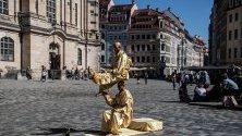 """Живи статуи на площад """"Ноймаркт"""" в Дрезден, Германия."""