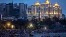 Фестивалът Ganesh Chaturthi е най-големият празник в Мумбай, Индия.