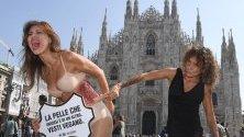 Активисти на PETA протестират пред Миланската катедрала срещу употребата на кожа от животни в модната индустрия. От днес в града стартира Миланската седмица на модата.