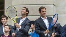 """Рафаел Надал и Роджър Федерер от отбор """"Европа"""" се срещат с фенове преди Laver Cup в Женева."""