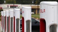 Паркинг, снабден със зарядни станции за автомобили Tesla в Сълфър Спрингс, Тексас.