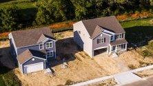 Строеж на еднофамилни жилища в МакХенри, Илинойс, САЩ. Данните показват най-високият скок в покупките на жилища от юни 2007 г., заради ниските лихви на заемите.