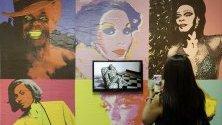 Изложба на Рафаел Бкуеер по време на изложението ArtRio в Рио де Жанейро, Бразилия, в което участват 80 галерии.
