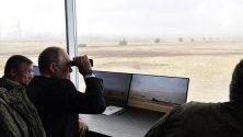 Руският президент Владимир Путин наблюдава военни учения край Оренбург, Русия. В него участват около 128 000 войници от Русия, Китай, Пакистан, Киргизстан, Казахстан, Индия, Таджикистан и Узбекистан, с над 20 000 оръжия, около 600 самолета и 15 бойни кораба.