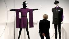 """Облекла от-котюр на """"Пиер Карден"""" на специална изложба, посветена на модната къща в музея Кунстпаласт в Дюселдорф."""