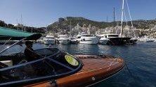 Яхти в пристанището на Монако по време на Monaco Yacht Show 2019. Изложението е едно от най-големите в Европа.