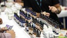 CBD (Cannabidiol) продукти изложени по време на Световния конгрес на канабиса в Лос Анджелис.
