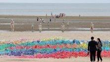 Инсталации част от Sea Art Festival на плажа Дадаепо в Бусан, Южна Корея.
