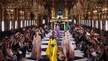 """Дефиле на """"Балмейн"""" по време на Парижката седмица на модата."""