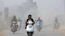 Мотористи в Ханой, Виетнам. Градът е сред десетте водещи градове в света по замърсеност на въздуха.