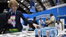 Чаши с образа на премиера Борис Джонсън по време на Конгрес на Консервативната партия в Манчестър.