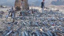 Появили се кадри на бунтовници-хути в Йемен как събират оръжия преди офанзивата им през август. По неофициални данни хутите са убили 200 проправителствени войници и са взели хиляди за заложници.