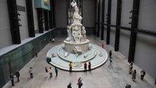 """Скулптурата `Fons Americanus` в музея """"Тейт Модърн"""" в Лондон. Скулптурата представя историята на африканската диаспора."""