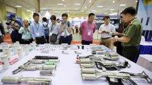 Изложени оръжия по време на военно експо в Ханой.
