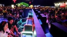 """Посетители играят на видеоигри по време на фестивала """"Rock in Rio"""" в Рио де Жанейро."""