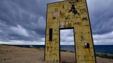 """""""Вратата на Европа"""" (Porta d`Europa) на италианеца Мимо Паладино - монумент, посветен на мигрантите и разположен на остров Лампедуза, Сицилия."""