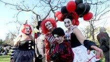 Участници в зомби разходка в Аделаида, Австралия.