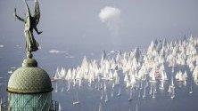 """Яхти участват в 52-то издание на традиционната """"Барколана"""" регата в залива на Триест, Италия."""