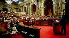 Каталунският лидер Куим Тора държи реч в регионалния парламент в Барселона. В региона бушуват безредици и протести след ареста на местни лидери, участвали в референдума за независимост.