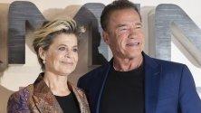 """Актьорите Линда Хамилтън и Арнолд Шварценегер - звезди от """"Терминатор"""", по време на премиерата на """"Terminator: Dark Fate"""" в Лондон."""