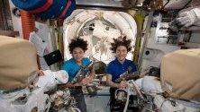 Астронавтите Джесика Меир и Кристина Кох се подготвят за първата изцяло женска космическа разходка.