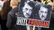 Протест на кюрди в Амстердам срещу турската операция в Сирия.