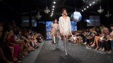 Модно ревю на Джанина Азар по време на Седмицата на модата в Санто Доминго, Доминиканска република.