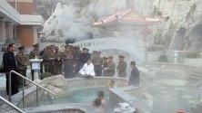 Ким Чен Ун инспектира курорт с горещи извори в провинция Яндок, който е пред завършване.
