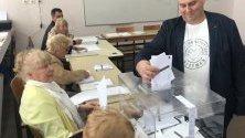 Емил Радев гласува.