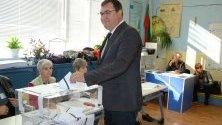 Кандидатът за кмет на Пловдив Славчо Атанасов упражни правото си на глас