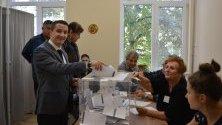 Явор Божанков гласува.