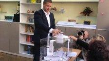 Кандидатът за кмет на Стара Загора Живко Тодоров гласува