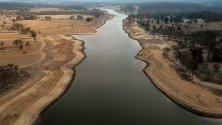 Намалено ниво с 25% на язовир край Станторп, Куийнсленд, Австралия. Станторп изпитва недостиг на вода, очаква се тя напълно да свърши до Коледа.