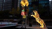 Подготовка за фестивал на фенерите в Сеул, Южна Корея, който започва на 1 ноември и ще продължи до 17-и.