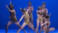 Танцьори от Eva Duda Dance Company по време на изпълнение за 10-тата годишнина на трупата в Будапеща.