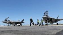 Изтребител Ф-35А на Кралските австралийски военновъздушни сили (RAAF) се подготвя за авиошоу.